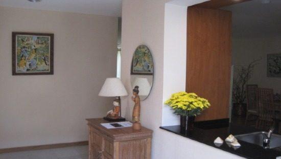 550 x 311 Entrance to condo